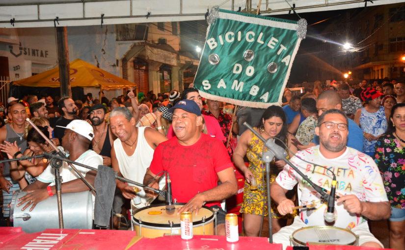 Bicicleta recebe grupo Revelação do Samba em mais uma prévia do pré-Carnaval