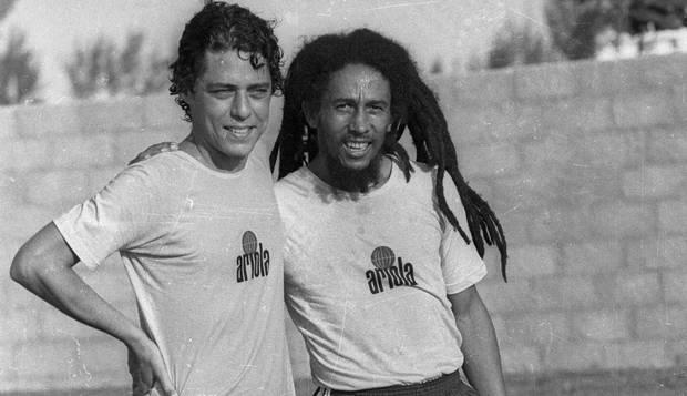 Bob Marley era fã do Santos e jogou bola com Chico Buarque