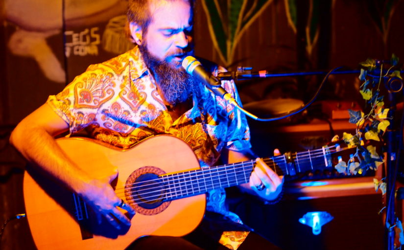 Casa D'Arte recebe o guitarrista pernambucano Antônio de Hollanda