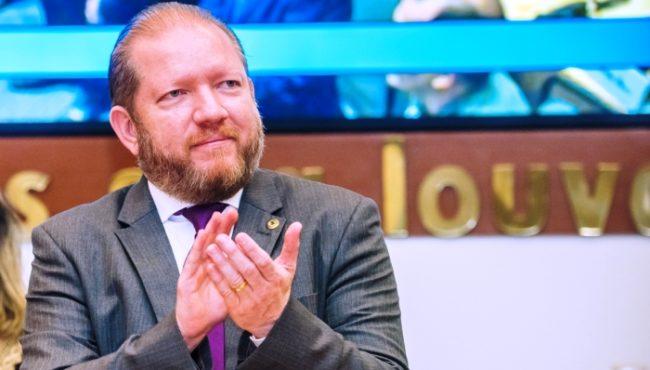 Othelino Neto terá de cumprir decisão judicial sobre concurso na Assembleia Legislativa