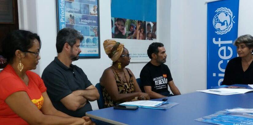 """Ramon Zapata recebe documento """"Mais que promessas: compromissos reais com a infância e a adolescência no Brasil"""""""