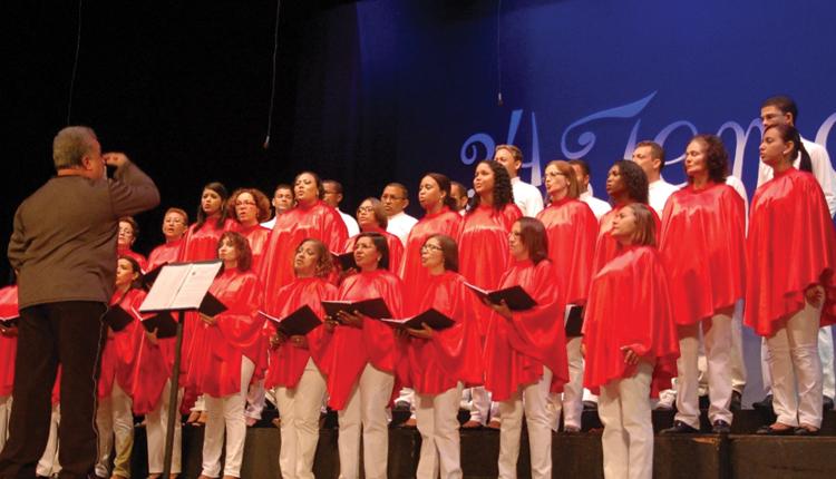 Joãozinho Ribeiro celebra 40 anos de carreira com show no Teatro Arthur Azevedo