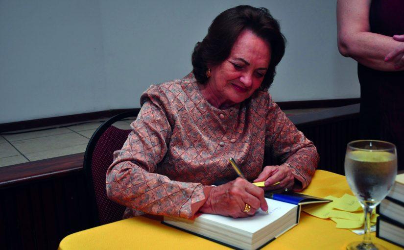Livro histórico e afetivo sobre São Luís tem nova edição e está disponível para download