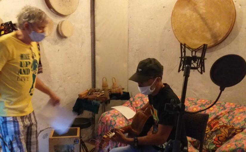 O machado afiado da poesia e do reggae em canção e clipe
