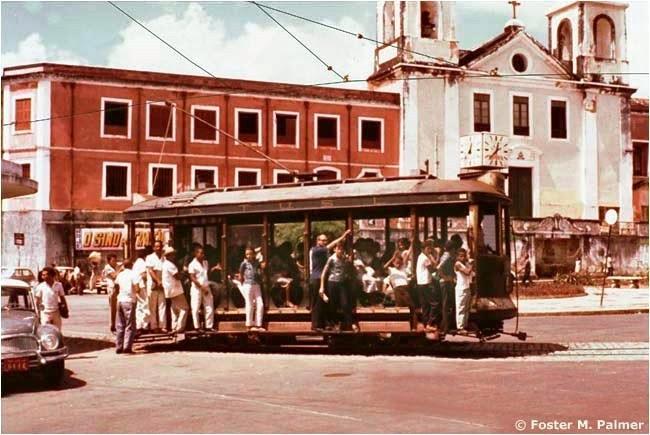O que fazer com o abrigo da praça João Lisboa?