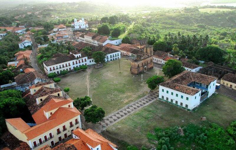 Padre com três mandatos de prefeito vai governar Alcântara, cidade espacial no Maranhão