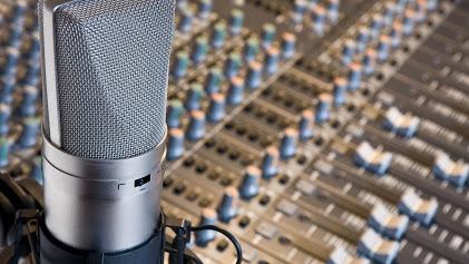 Programa Voz do Brasil já teve o horário flexibilizado, mas a retransmissão pode até ser dispensada